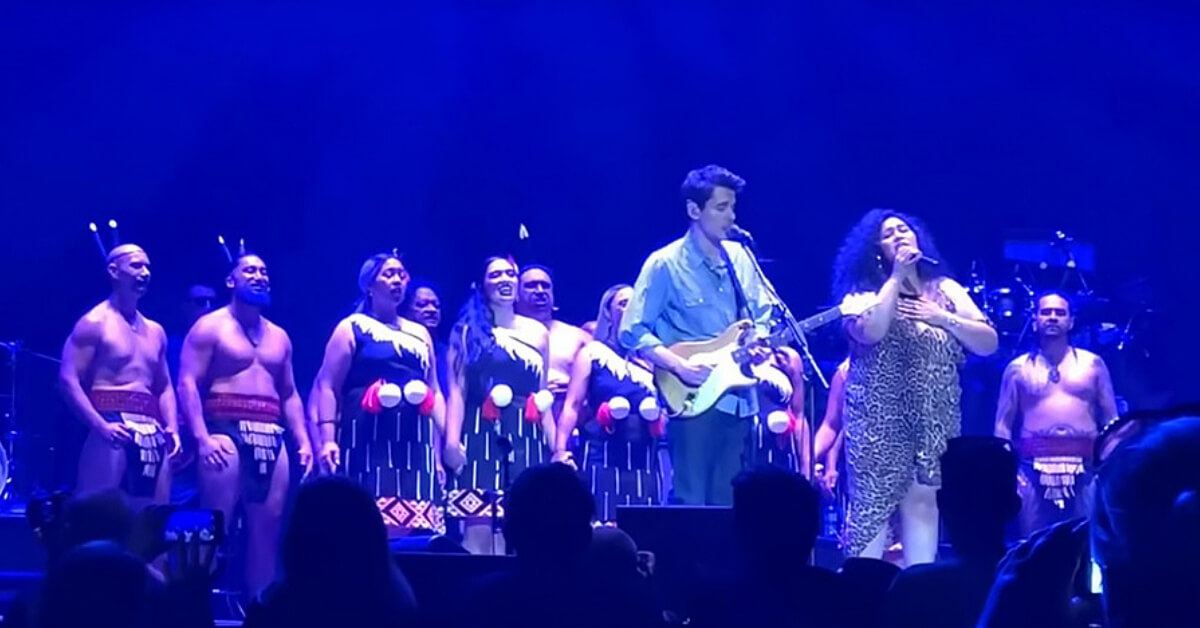 "John Mayer singing ""How Great Thou Art"" at his Christchurch Show on Tour"