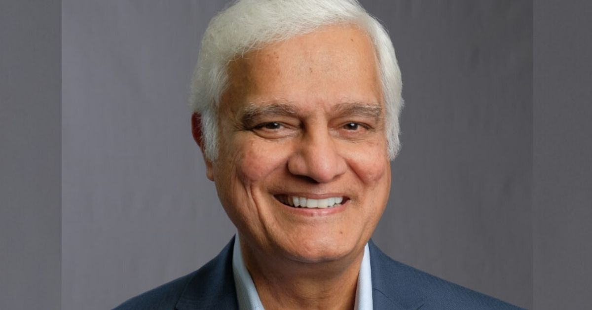 photo of a headshot of ravi zacharias smiling
