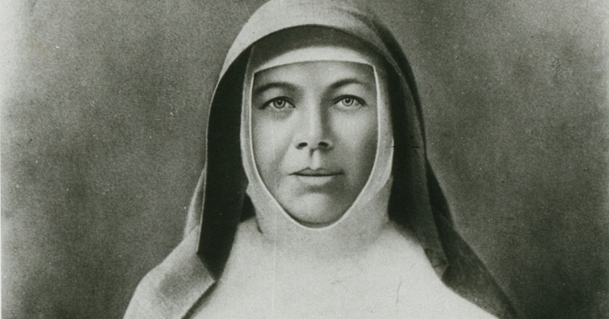 black and white portrait of mary mackillop taken sometime in 1870
